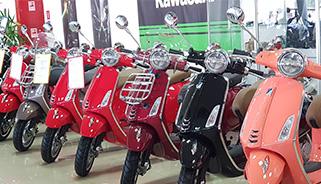 Vespa и Moto Guzzi в Аояма Моторс